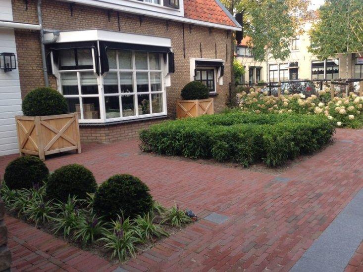 Parkeren In Voortuin : Tuinproject bij woonboerderij nieuw beijerland van arkel